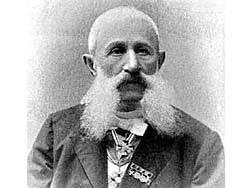 Основатель российского промышленного виноделия отнюдь не князь Голицын, а купец Христофоров. И конечно не Ялта. Симферополь!