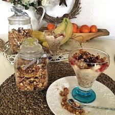 В гречневую кашу с молоком можно добавить мед, орехи, мюсли, сухофрукты и всякое приятное сладкое