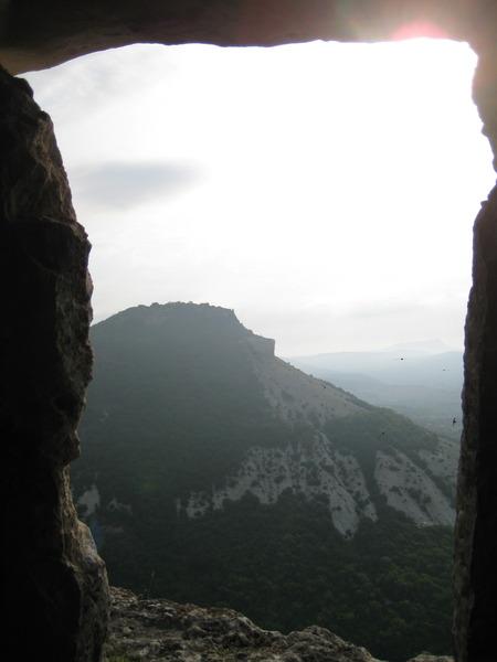 Ёжик в тумане. Вид на плато Тепе-кермен из пещерного города Кыз-кермен