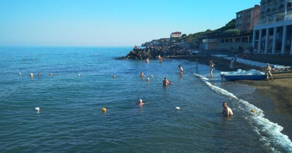 Пляж в Николаевке, утро 5 июля 2020 года