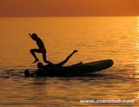 купание на закате