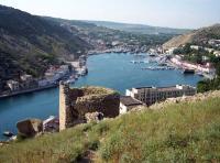 вид на Балаклавскую бухту от крепости Чембало