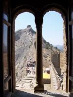 генуэзская крепость в Судаке, вид из Консульского замка на Девичью башню