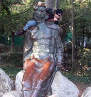 памятник Максиму Горькому в Мисхорском парке