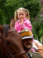 современные польские уланы на семейном празднике, источник - www.ulani.pl/