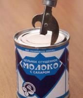 За здоровье советских пионеров! Кстати, такую банку не каждый западный мужчина способен открыть таким ножом