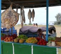 типичный деревенский базарчик на Азовском побережье Керченского полуострова