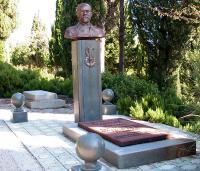 могила металлурга Чернова на Ялтинском мемориальном кладбище