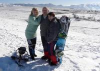 трое незрячих экстремалов на снежном склоне. Ангарский военный полигон у села Дружное к югу от Симферополя