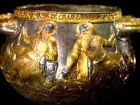 Пирующие скифы, изображение на вазе из кургана Аржаан-2, Тыва