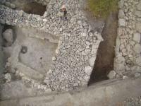 мощные стены античной крепости у Белой Скалы (Ак-кая)