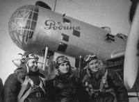 Полина Осипенко и другие летчицы перед рекордным полетом