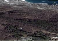 вид на конденсатор Зибольда на горе Тепе-оба над Феодосией из космоса, съемка Гугл