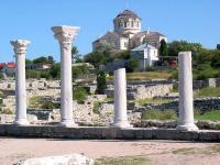 руины Херсонеса Таврического и Владимирский собор (Севастополь, Крым)