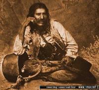 цыганский мужской костюм и традиционный кочевой котел