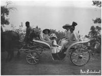 прогулки в экипаже на Южном берегу Крыма в начале 20 века, фото из семейного архива Ивана Прилежаева