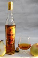 коньяк (дивин) БЕЛЫЙ АИСТ из Молдовы в фирменной фигурной бутылке