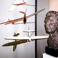 бюст Сергея Королева и модели планеров в музее горы Климентьева, Коктебель, Крым