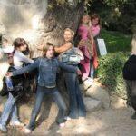 Школьники на экскурсии в Никитском ботаническом саду