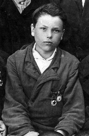 Николай Олейников в 1940 году, выпускник интерната в немецкой колонии Барак, Восточный Крым